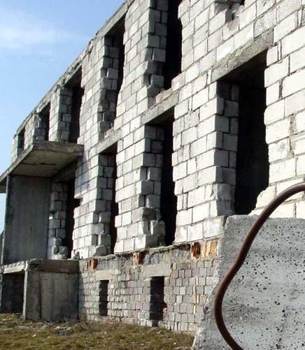 Dokończenie budowy budynku w Świeciechowie miałoby kosztować gminę ok. 4 mln zł.  Obiekt niszczeje od lat i wszystko wskazuje na to, że nadal będzie niszczał.