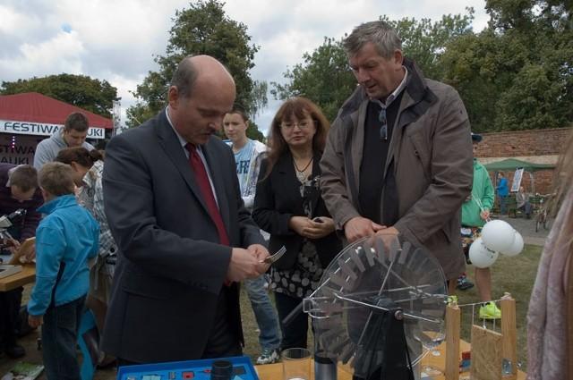 Także burmistrz Brodnicy, Jarosław Radacz, próbował wykonać jedno doświadczenie.