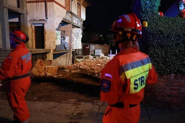 Kietrz. Zawaliła się ściana budynku mieszkalnego. Straż pożarna w akcji