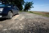 Drogi w Podlaskiem. Są pieniądze na remonty wiejskich dróg. 102 mln zł na remonty dróg