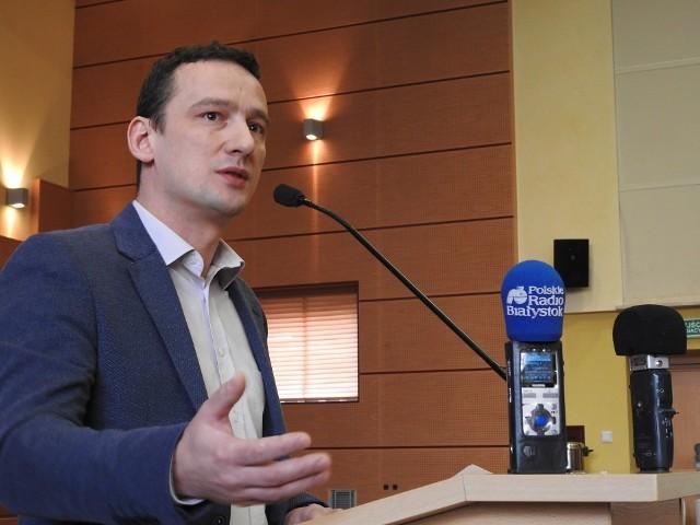 Nie chodzi mi o to, żebyście kierowali się zawodową solidarności, ale żebyście rozważyli czy zostałem zwolniony ze względów merytorycznych czy jednak politycznych - mówił radny niezależny Maciej Biernacki.
