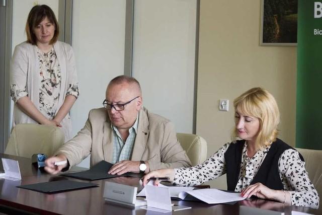W środę, 28 czerwca, Politechnika Białostocka podpisała umowę z Bankiem Pekao S.A. dotyczącą wydania Elektronicznej Legitymacji Studenckiej z wbudowaną funkcją płatniczą.