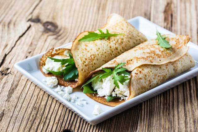 Twaróg doskonale sprawdzi się zarówno w odsłonie słodkiej, jak i wytrawnej. Zobacz, jakie dania można przygotować z popularnego twarogu.