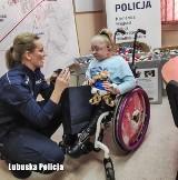 Lubuska policja włączyła się w akcję zbierania nakrętek dla Wiktorii Klińskiej z Gorzowa [ZDJĘCIA]
