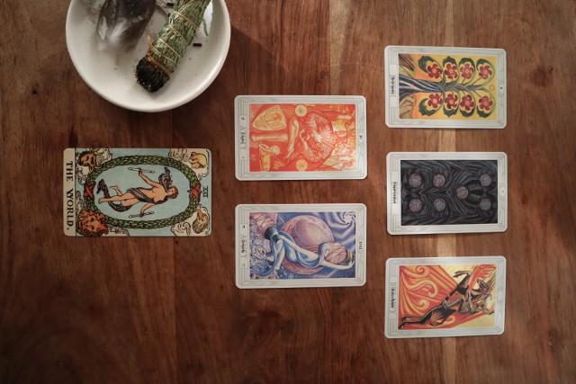 Tarot na czerwiec 2021. Co o naszej przyszłości mówią karty? Co nas czeka w najbliższym czasie? [TAROT ONLINE]