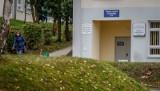 Pacjent z padaczką leżał na podłodze w szpitalnej poczekalni. Zmarł po urazie głowy. Prokuratura wszczęła śledztwo