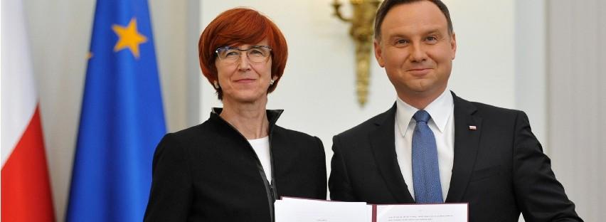 Prezydent podpisał ustawę 500+Prezydent Andrzej Duda podpisał ustawę wprowadzającą program 500+, którego twarzą jest minister Elżbieta Rafalska