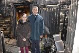 Wróblowice. Wybiegli z płonącego domu jedynie w tym, co  mieli na sobie. Ogień strawił cały ich dobytek