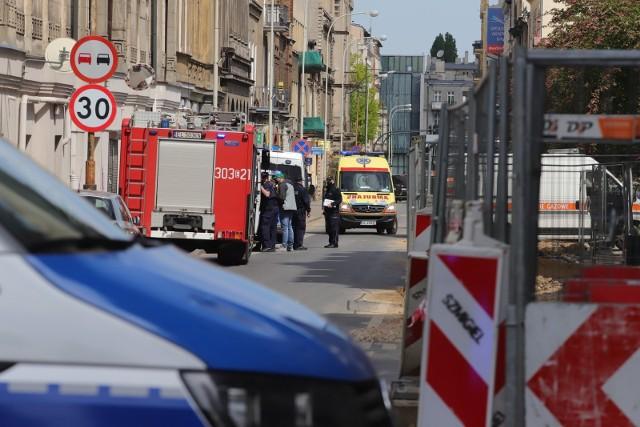 Mężczyzna zabarykadował się w mieszkaniu na ul. Sienkiewicza. Do akcji wkroczyli policyjni negocjatorzy.CZYTAJ DALEJ NA NASTĘPNYM SLAJDZIE