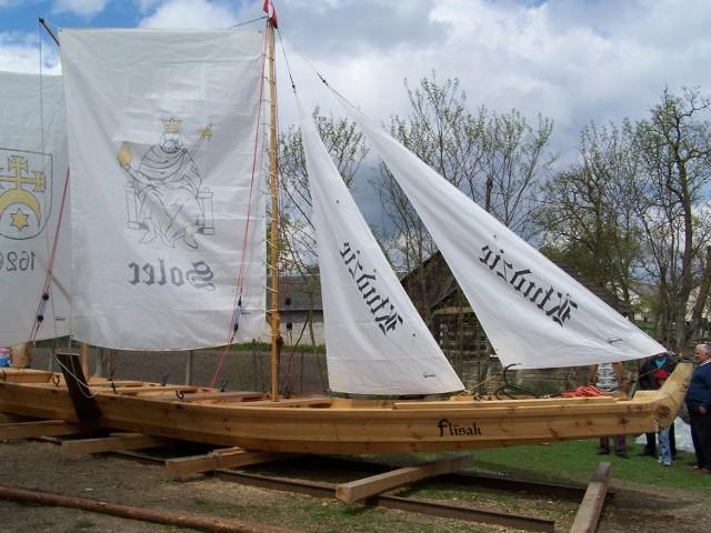 Na Lubelszczyźnie żyją  jeszcze prawdziwi szkutnicy, którzy robią  łodzie. Tym zanikającym zawodem trudnią się dwie rodziny mieszkające we wsi  Basonia  koło Józefowa nad Wisłą