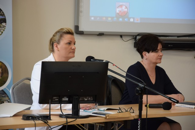 Beata Lida (z prawej), wiceprzewodnicząca RM w Więcborku, złożyła interpelację w sprawie możliwości powołania młodzieżowej rady gminy