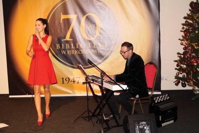 Anna Kukowska pięknie zaśpiewała największe hity Ewy Demarczyk.