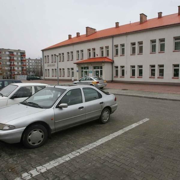 W ciągu dnia parking miał służyć tylko pacjentom przychodni, a w nocy miał być zamknięty. Ten pomysł mieszkańcy osiedla uznali za bezsensowny.