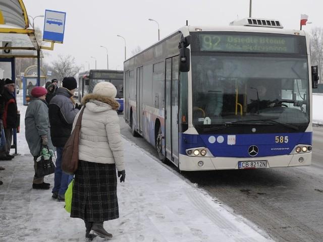 Linia 92 to jedyne połączenie miasta z sąsiednią gminą. Jej autobusy kursują z Błonia, przez Białe Błota do Murowańca.