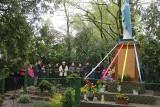 Majowe nabożeństwa to bardzo stara tradycja. Wierni modlili się pod figurą Matki Boskiej w Byczynie Kolonii