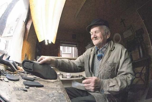 - Do Zielonej Góry przyjechałem z rodzicami w marcu 1946 roku, miałem wtedy 14 lat - wspomina szewc Leon Bortkiewicz