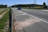 Tajemnicza śmierć 21-latka na ekspresowym odcinku obwodnicy Kielc. Są nowe wątki, policja dotarła do kierowcy