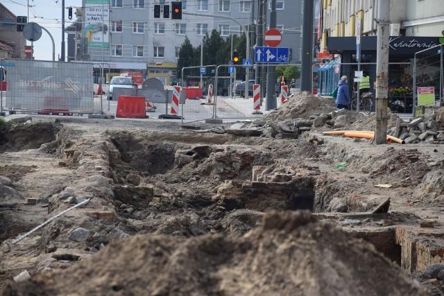 Ulica Chrobrego skrywała też m.in. fundamenty XIX-wiecznych kamienic.