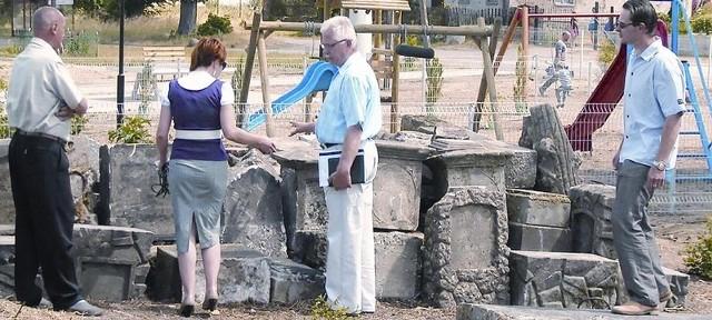 - Plac zabaw powstał obok cmentarza - mówi zastępca burmistrza Torzymia Bogdan Szczepaniak.