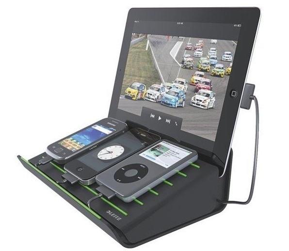 Ładowarka MultichargerMulticharger ładuje jednocześnie do czterech urządzeń mobilnych. Można podłączyć je do czterech portów USB.