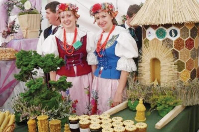 Z prawej Marta Kosala, stypendystka premiera z Zespołu Szkół Centrum Kształcenia Rolniczego w Bogdańczowicach.