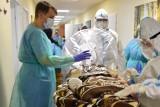Żołnierze pomagali w ewakuacji pacjentów ze szpitala w Skwierzynie. Chorych na COVID-19 przeniesiono do Kostrzyna i Świebodzina
