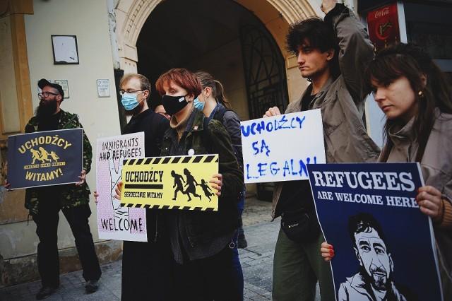 Demonstrujący mieszkańcy Łodzi chcieli przekazać swoją solidarności z mieszkańcami Afganistanu, a także uchodźcami zatrzymanymi na granicy.