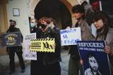 """Demonstracja solidarnościowa z mieszkańcami Afganistanu w Łodzi. """"Żaden człowiek nie jest nielegalny"""""""