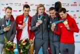 Powitanie olimpijczyków na Okęciu. Medale medalami, a najlepszy i tak jest Zbigniew Bródka - królewskie powitanie polskich olimpijczyków