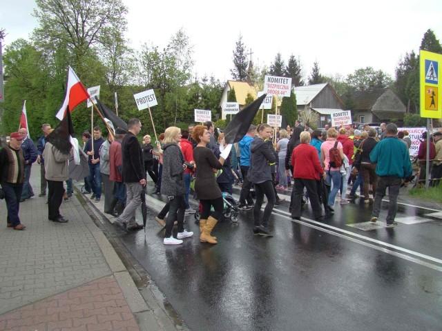 Blokada drogi w Jaśkowicach koło Brzeźnicy.