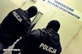 """Policyjni """"łowcy głów"""" zatrzymali 26-latka, który uciekał przed karą więzienia. Został zaskoczony w Świebodzinie"""