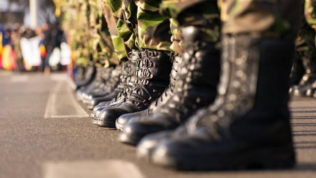 Wyprzedaż AMW. W ofercie m.in. ciepłe zimowe czapki i eleganckie buty. Wojskowy prezent na święta Bożego Narodzenia na srogą zimęZobacz ofertę na kolejnych zdjęciach. Kliknij NASTĘPNE lub przesuń w PRAWO