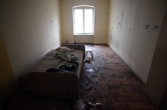 Lokale socjalne dla osób po eksmisjach wymagają remontów przed zamieszkaniem.