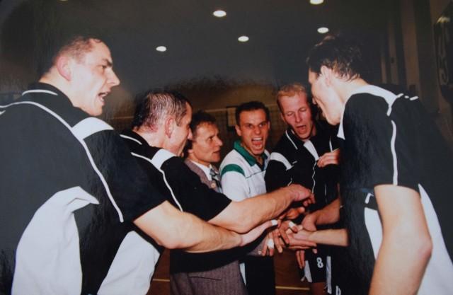 Piotr Gacek (na zdjęciach nr 3) był zawodnikiem AZS-u Opole w latach 1998-2002.