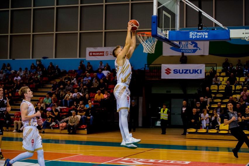 Nie udała się koszykarzom Miasta Szkła Krosno inauguracja we własnej hali. Podopieczni trenera Marcina Radomskiego przegrali z Czarnymi Słupsk 68:78.