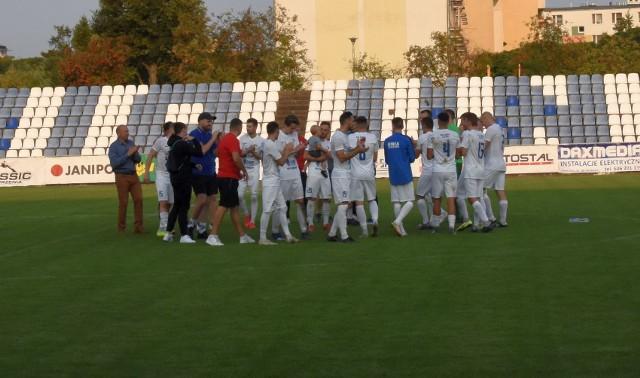 Piłkarze Unii Janikowo mają powody do radości po zwycięstwie nad Chemikiem Police