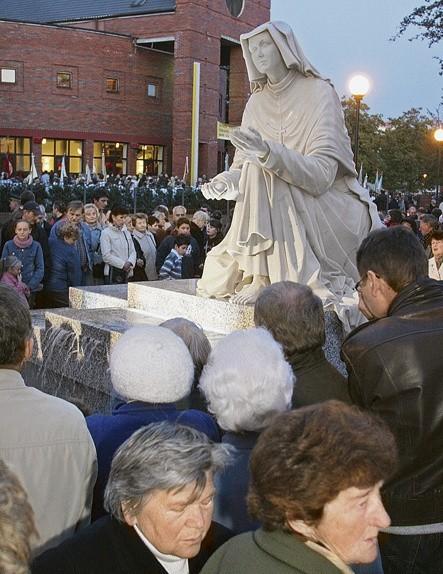 W związku z procesją ku czci św. Faustyny w środę na Piotrkowskiej konieczne są zmiany w komunikacji.