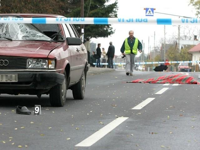 Jak podaje Komenda Wojewódzka Policji w Rzeszowie, w ubiegłym roku na podkarpackich drogach zginęło 79 pieszych, a 401 zostało rannych. Przez trzy pierwsze miesiące tego roku w wypadkach ucierpiało 112 osób, z czego aż 11 to ofiary śmiertelne. Ofiary śmiertelne to najczęściej piesi potrąceni przez samochody.