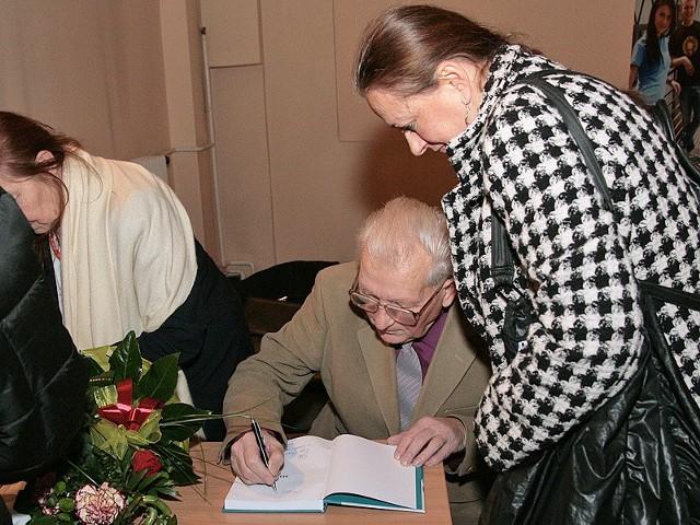 Zbigniew Otremba chętnie dawał autografy
