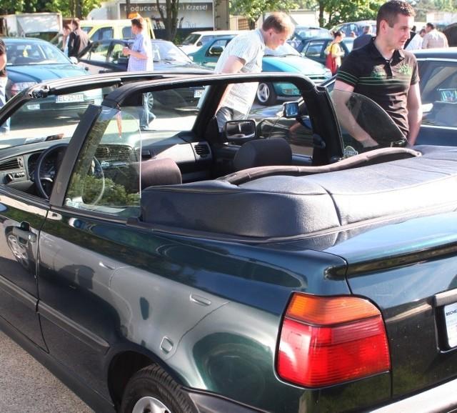 Na giełdzie w Miedzianej Górze za tego volkswagena golfa w wersji kabriolet z 1994 roku sprzedający chciał 6,5 tys. zł.