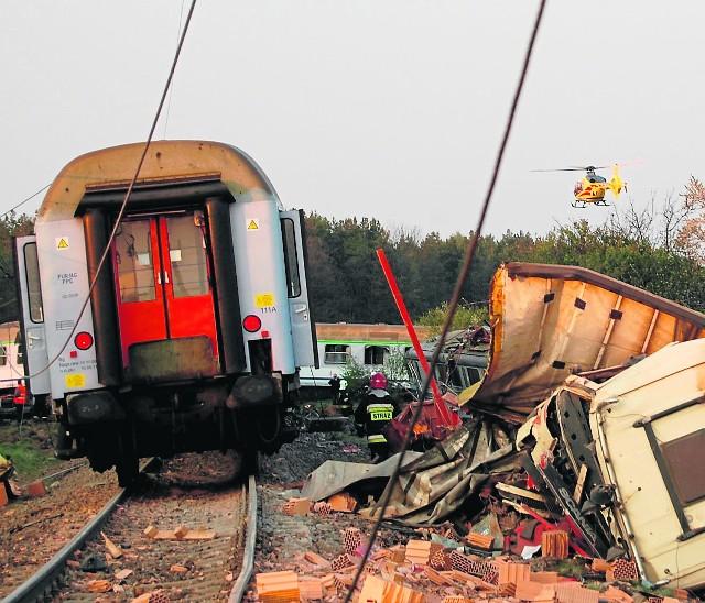 Na przejeździe w Mostach pod koniec kwietnia 2011 roku doszło do zderzenia pociągu z tirem