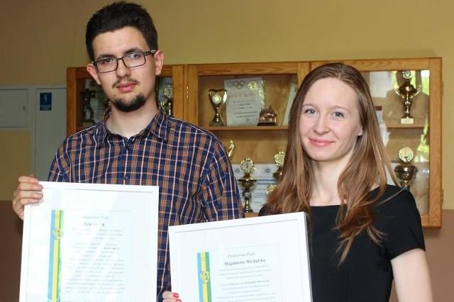 Piotr Bielak i Magdalena Michalska odebrali w środę dyplomy gratulacyjne z rąk starosty i radnych.