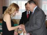 Członkowie zarządu powiatu niżańskiego docenili talent Oli