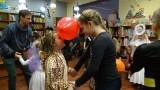 Trwa karnawał. W oddziale dziecięcym biblioteki miejskiej w Nowej Soli odbył się bal dla najmłodszych czytelników