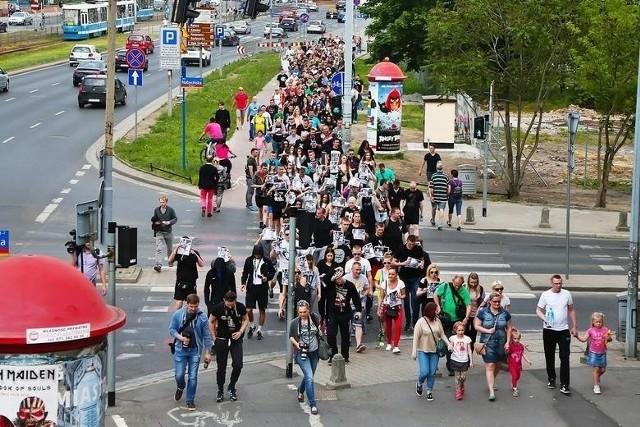 """W sobotę 18 września ulicami Wrocławia przejdzie """"Marsz o prawdę"""". Zapowiadany na zeszłotygodniowej konferencji prasowej pod KWP przemarsz ruszy o godzinie 18:00 spod Pręgierza."""