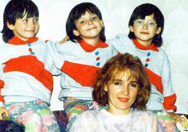 Sandra, Jowita i Klaudia Oczkowskie wraz z mamą Wiolettą. Zdjęcie sprzed kilkunastu lat.