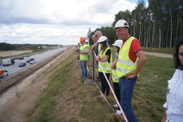 Budowa autostrady A1 w Łódzkiem. Pierwszy odcinek betonowej jezdni przekazany kierowcom