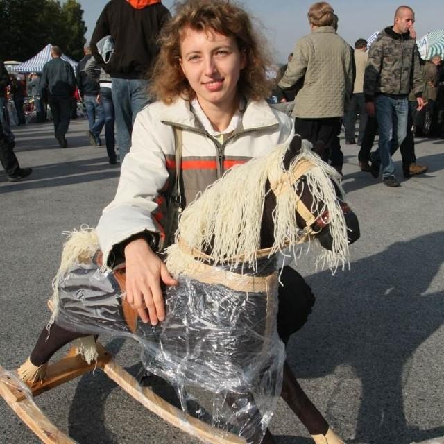 Jeśli komuś podczas wczorajszej giełdy w Miedzianej Górze nie udało się nabyć koni mechanicznych pani Katarzyna Jóźwik za 125 złotych polecała konia na biegunach.