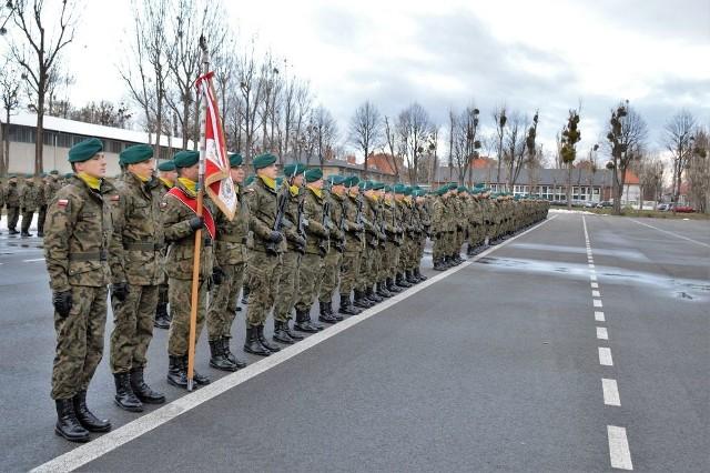 Uroczystą zbiórką z udziałem sztandaru jednostki, kompanii honorowej oraz całego stanu osobowego zainaugurowano obchody 20-lecia istnienia 10. Opolskiej Brygady Logistycznej.