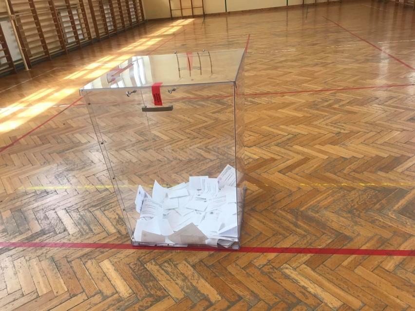 Między pierwszą a drugą turą wyborów prezydenckich trzykrotnie wzrosła liczba głosów uznanych za nieważne.